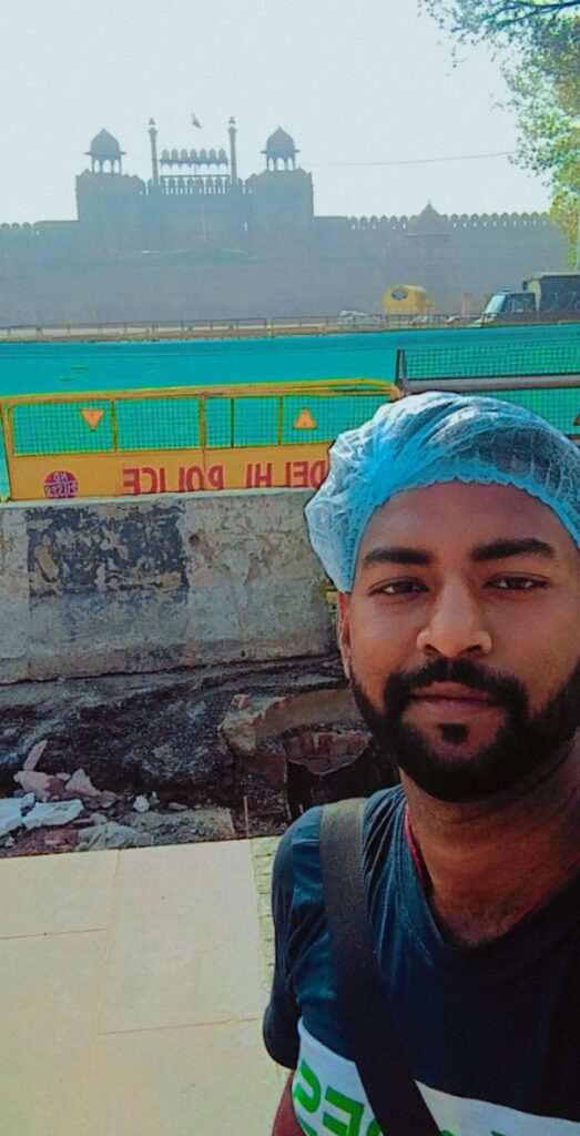 SELFIE WITH RED FORT