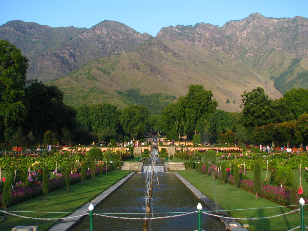 Srinagar_Nishat_Bagh_Mughal_Gardens