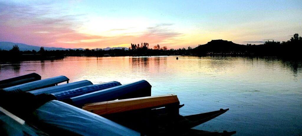 srinagar dal lake
